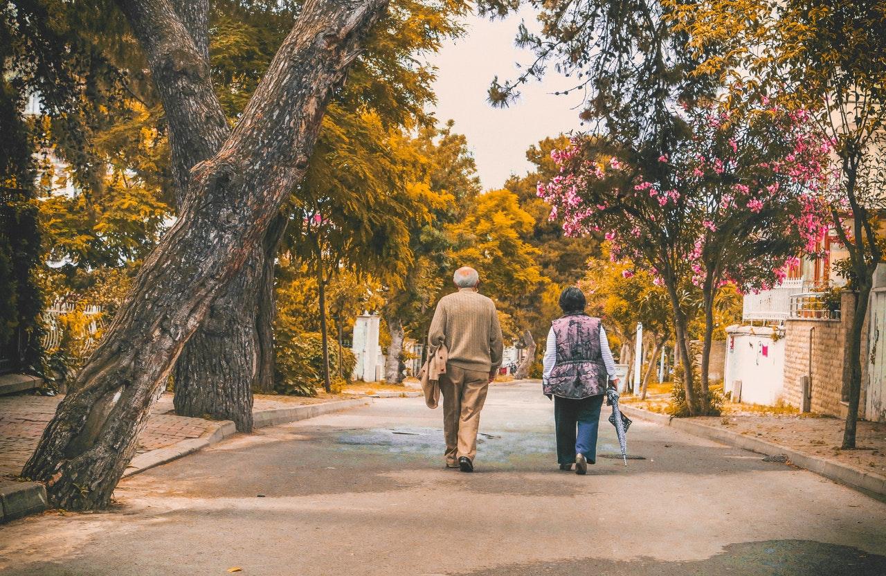 időskorú pár